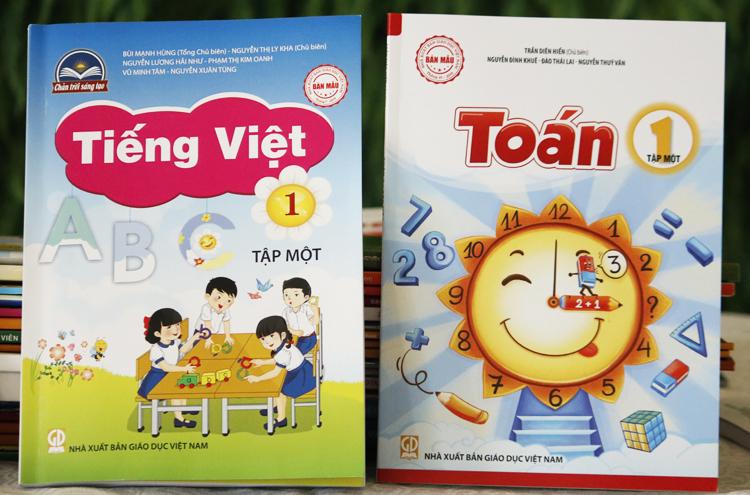 Sách Toán và Tiếng Việt tập 1 của Nhà xuất bản Giáo dục.