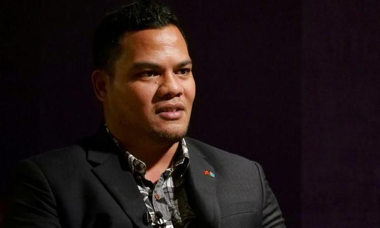 Ngoại trưởng Tuvalu Simon Kofe trả lời phỏng vấn tại Đài Bắc hôm 21/11. Ảnh: Reuters.