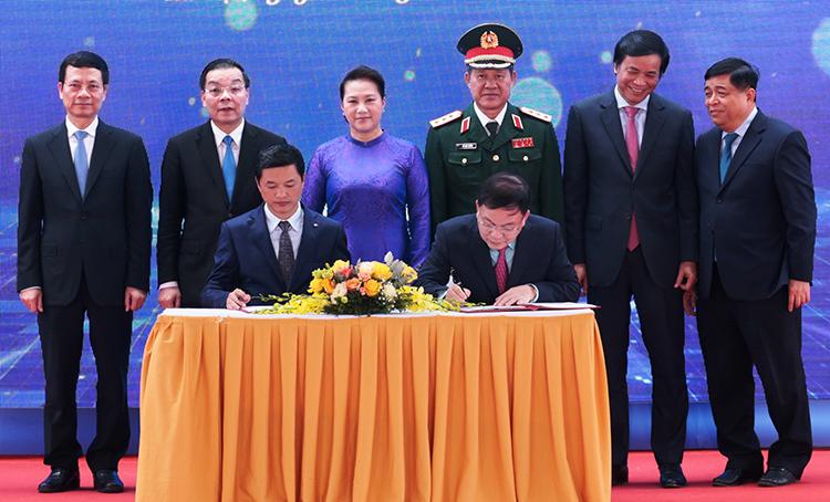 Ban Quản lý Khu Công nghệ cao Hòa Lạc ký kthỏa thuận hợp tác chiến lược cùng Viettel.