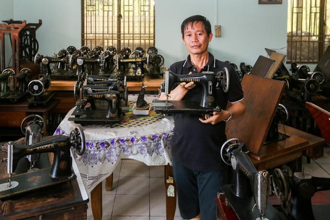 Bộ sưu tập hơn 130 máy may cổ