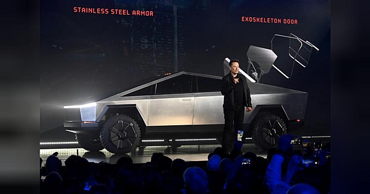 CEO Elon Musk trong bài phát biểu ra mắt xe bán tải Tesla Cybertruck. Ảnh: USA Today