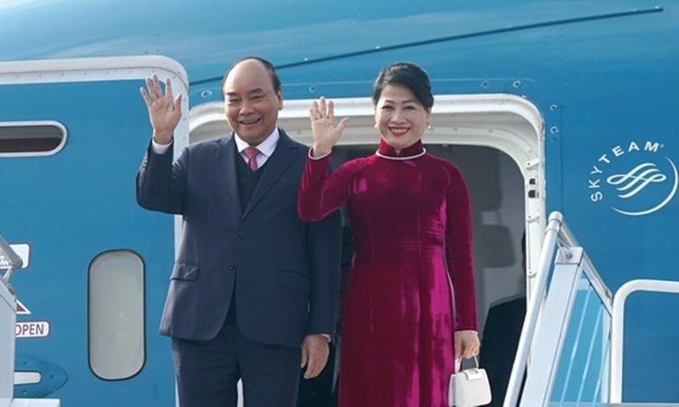 Thủ tướng Nguyễn Xuân Phúc và Phu nhân tại Busan, Hàn Quốc, ngày 24/11. Ảnh: Chinhphu.vn.