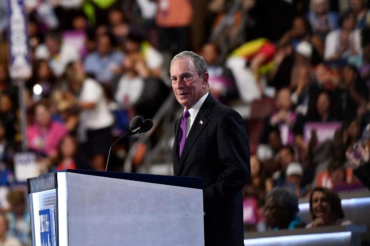 Tỷ phú Bloomberg tuyên bố bà Hillary Clinton đại diện đảng Dân chủ tranh cử hồi tháng 7/2016. Ảnh: USA Today.