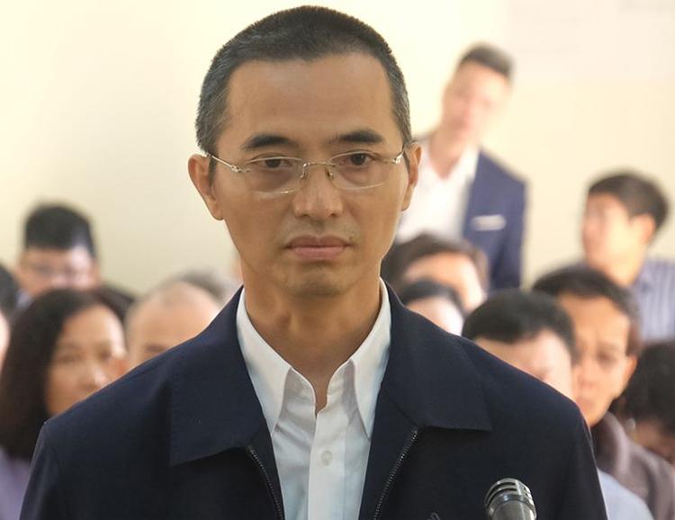 Cựu chánh thanh tra Bộ Thông tin và Truyền thông Đặng Anh Tuấn trong phiên tòa sáng 25/11. Ảnh: Xuân Hoa