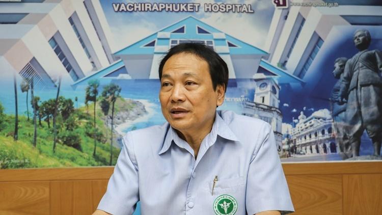 Chalermpong Sukontapol, giám đốc bệnh viện Vachira Phuket. Ảnh: Nikkei Asian Review.