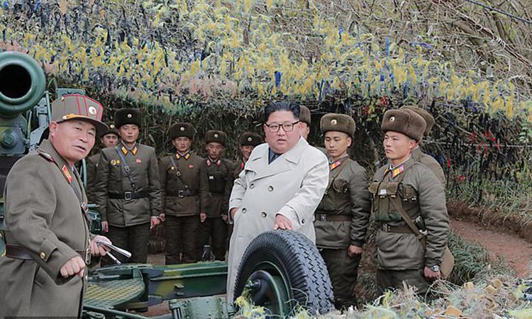 Kim Jong-un thị sát biệt đội phòng thủ đảo Changrin. Ảnh: KCNA.