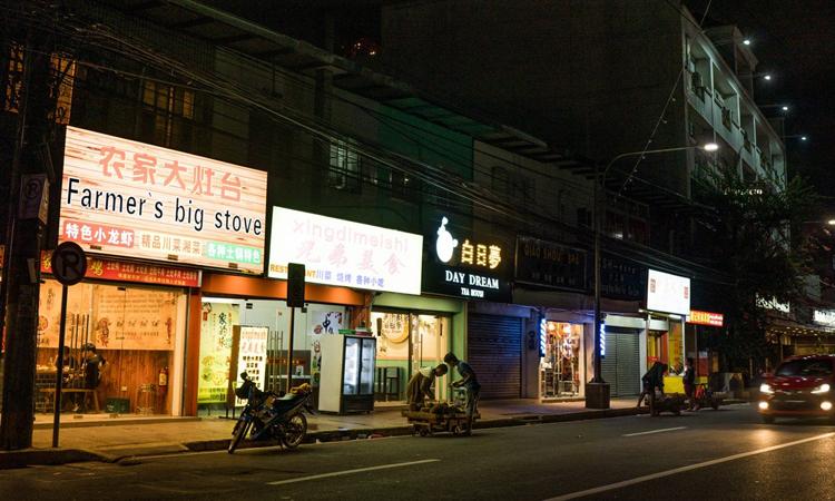 Hàng loạt nhà hàng của người Trung Quốc mọc lên ở phía nam thủ đô Manila, gần nơi tập trung nhiều trụ sở sòng bài trực tuyến. Ảnh: SCMP.