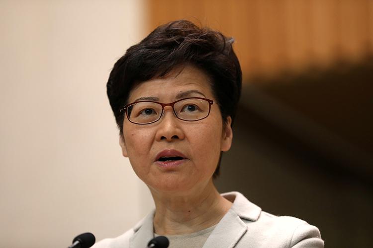 Trưởng đặc khu Hong Kong Carrie Lam phát biểu tại cuộc họp báo hôm nay về cuộc bầu cử hội đồng quận. Ảnh: Reuters