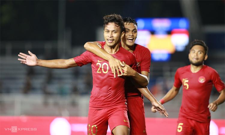 Tiền đạo vào sân từ ghế dự bị Osvaldo ấn định chiến thắng 2-0 cho Indonesia. Ảnh: Lâm Thỏa.