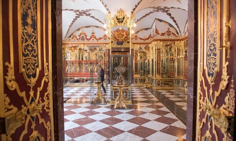 Phòng trưng bày trang sức bên trong bảo tàng Hầm Xanh thuộc Cung điện Hoàng gia ở Dresden. Ảnh: AFP.