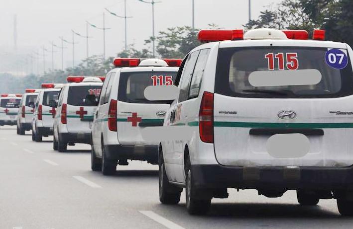 Đoàn xe chở thi thể nạn nhân rời sân bay Nội Bài. Ảnh: Ngọc Thành