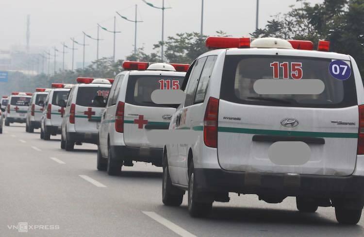 Đoàn xe chởthi thểnạn nhân rời sân bay Nội Bài. Ảnh:Ngọc Thành
