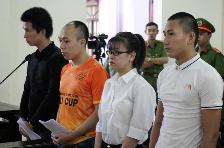 Các bị cáo tại tòa. Ảnh: Nguyễn Khoa.