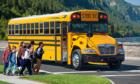 Vì sao xe đưa đón học sinh ở Mỹ có màu vàng?