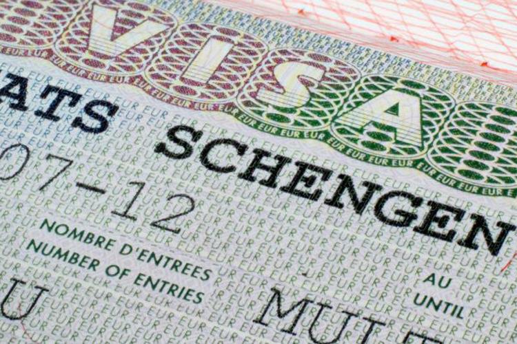 Một mẫu hộ chiếu có thị thực Schengen. Ảnh: Esnok.