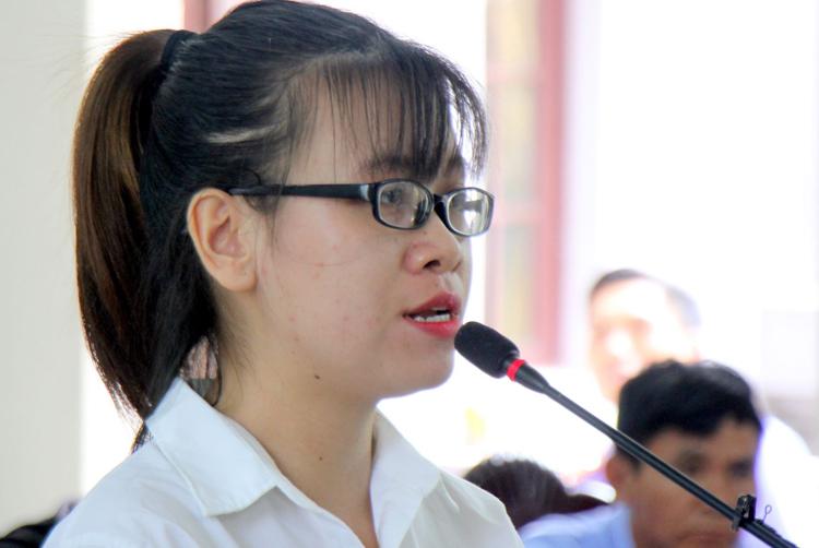 Tú Trinh tại tòa sáng 27/11. Ảnh: Nguyễn Khoa.