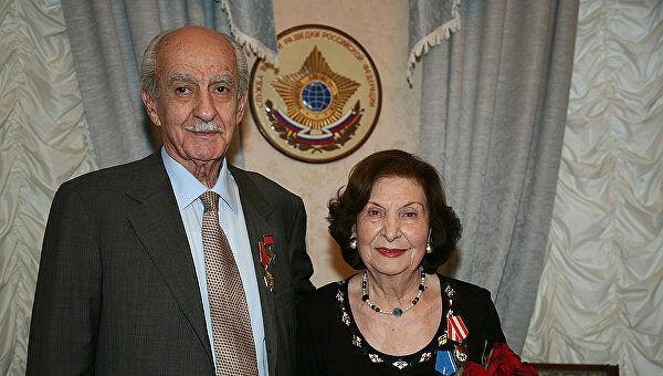 Vợ chồng điệp viên kỳ cựu Gevorg (bên phải) và Goar (bên trái) hồi năm 2010. Ảnh: TASS.