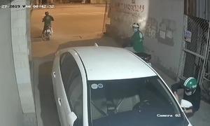 Ba thanh niên bẻ trộm gương ôtô lúc nửa đêm