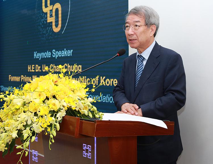 Các trường đại học cần chia sẻ sự phát triển với cộng đồng và đóng vai trò là nguồn năng lượng cho sự sáng tạo, Tiến sĩ Un-Chan Chung nói.