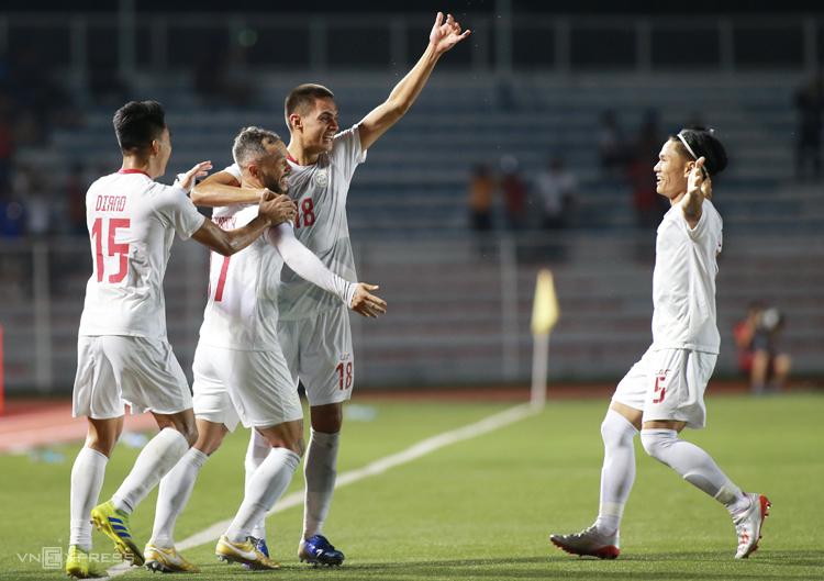 Chiến thắng trước Malaysia thắp lại hi vọng giành vé vào bán kết của Philippines. Ảnh: Lâm Thoả