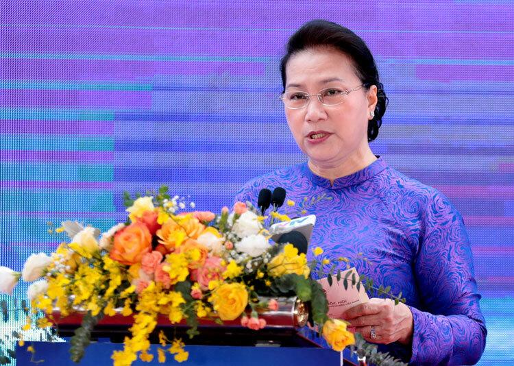 Chủ tịch Quốc hội Nguyễn Thị Kim Ngân đánh giá cao nỗ lực của Bộ Khoa học và Công nghệ trong thu hút nhà đầu tư đến Khu Công nghệ cao Hòa Lạc. Ảnh: Anh Tuấn