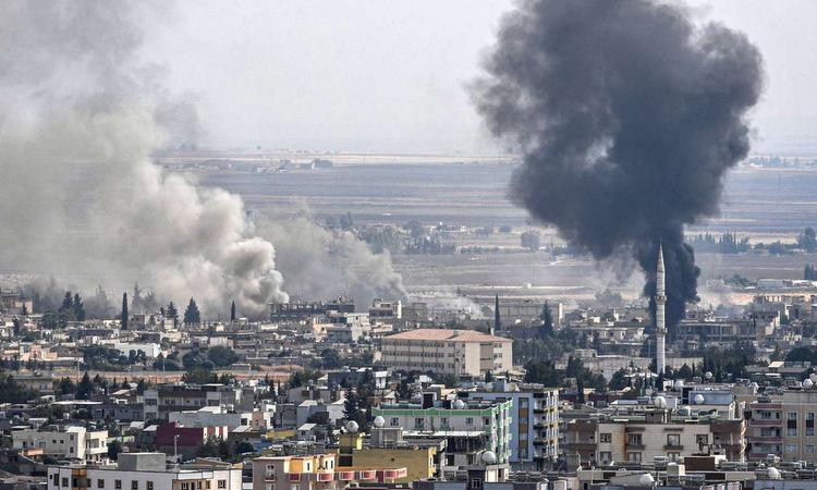 Thị trấn Ras al-Ain, đông bắc Syria bị Thổ Nhĩ Kỳ pháo kích hồi tháng 10/2019. Ảnh: CNN.