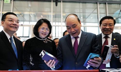 Thủ tướng khai mạc triển lãm thành tựu khoa học và công nghệ