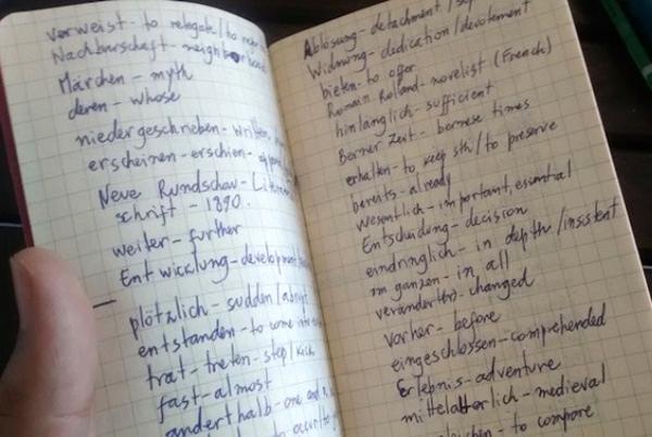 Cuốn sổ ghi chú rất hữu ích khi học ngoại ngữ. Ảnh:Igor Barca