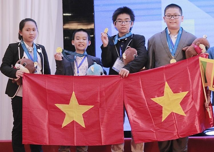 Học sinh Việt Nam giành huy chương vàng Khoa học tại IMSO 2019, chiều 30/11. Ảnh: Thanh Hằng