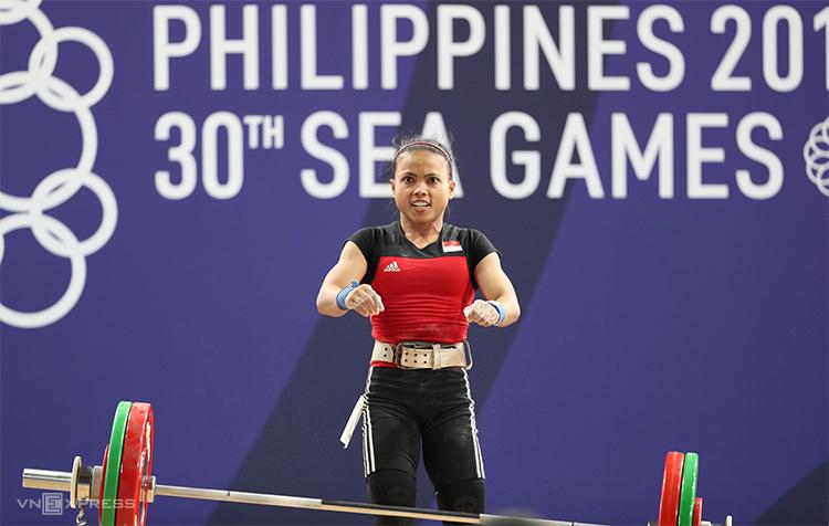 Lisa thất bại khi đăng ký mức tạ 100kg ở lần cử đẩy cuối cùng. Ảnh: Đức Đồng.