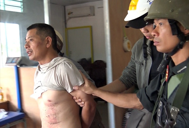 Nghi phạm Trung Quốc trong đường dây vận chuyển ma tuý hàng đá, bị bắt tại Sài Gòn hồi tháng 3. Ảnh: Công an cung cấp.