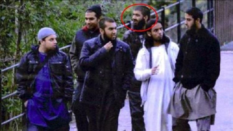 Usman Khan (được đánh dấu trong hình) cùng đồng bọn hồi năm 2012. Ảnh: Cảnh sát hạt West Midlands.