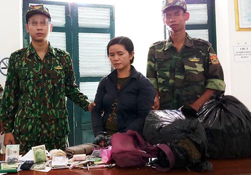 Phan Thị Thọ cùng tang vật khi bị bắt giữ. Ảnh: An Phú