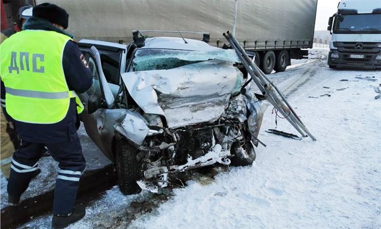 Ôtô con biến dạng, hư hỏng nặng sau tai nạn. Ảnh: RIA