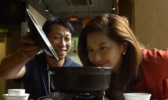 Chen Zhenjiang (trái), chủ nhà hàng Qing Liu Durian tại thành phố Quảng Châu, Trung Quốc. Ảnh: CNA.