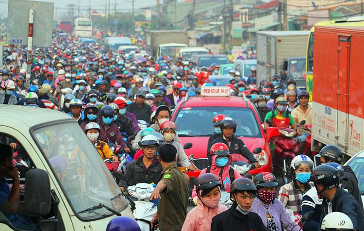 Quốc lộ 1A qua Tiền Giang thường kẹt xe vào dịp lễ, Tết. Ảnh: Hoàng Nam.