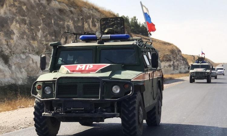 Xe thiết giáp quân cảnh Nga tuần tra gần Kobane hồi tháng 11. Ảnh: Sputnik.