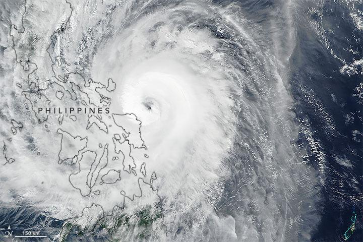 Hình ảnh vệ tinh bão Kammuri ngày 2/12. Ảnh: NASA Earth.