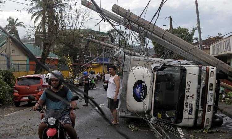 Bão Kammuri tàn phá thị trấn Camalig trên đảo Luzon, Philippines hôm nay. Ảnh: Reuters.