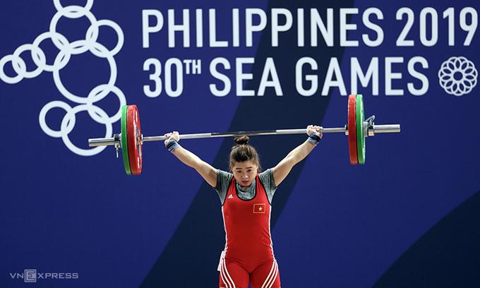 Hoàng Thị Duyên dễ dàng thâu tóm HC vàng cử tạ hạng 59kg. Ảnh: Đức Đồng.