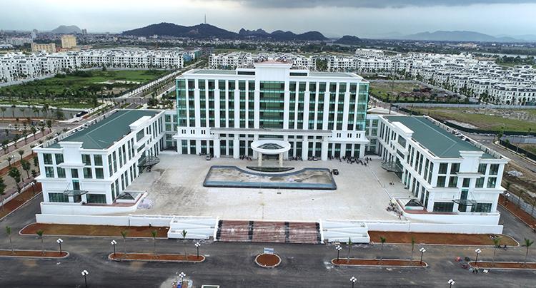 Trung tâm hành chính TP Thanh Hoá chính thức hoạt động từ 9/12. Ảnh: Lê Hoàng.