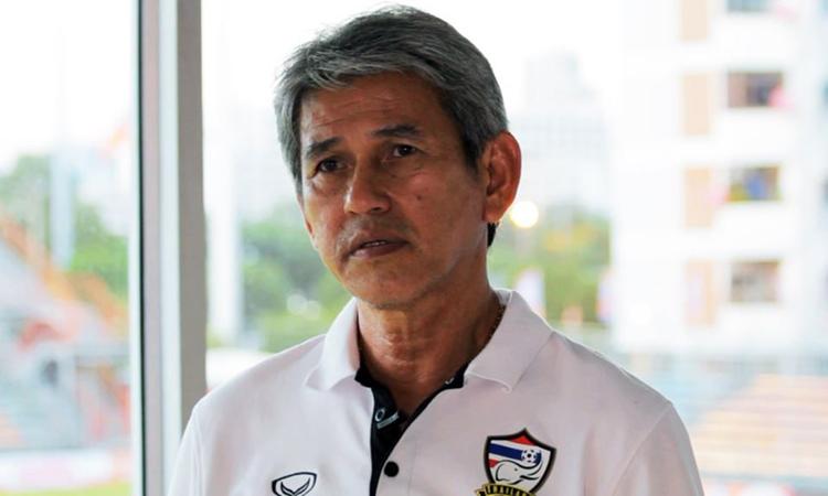 Cựu HLV Charnwit tự tin ở cơ hội đi tiếp của Thái Lan.