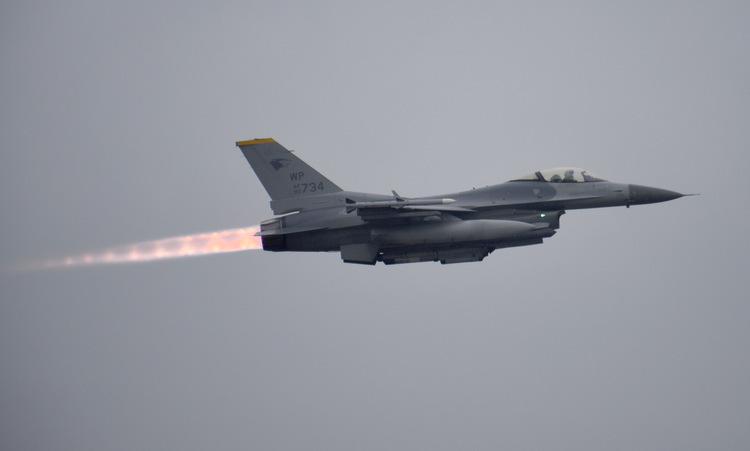 Tiêm kích F-16 Mỹ cất cánh từ căn cứ Kunsan hồi tháng 10. Ảnh: USAF.