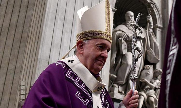 Giáo hoàng Francis chủ trì Thánh lễ ở Vatican hôm 1/12. Ảnh: AFP.