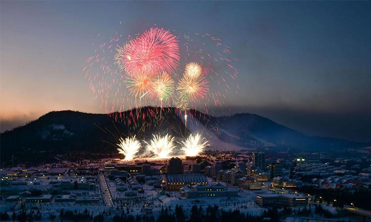 Màn pháo hoa tại lễ khánh thành Samjiyon gần núi thiêng Peaktu, Triều Tiên ngày 2/12. Ảnh: Reuters.