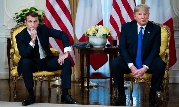 Tổng thống Pháp Emmanuel Macron (trái) và Tổng thống Mỹ  Donald Trump tại cuộc gặp trước thềm hội nghị thượng đỉnh NATO ở  London, Anh, ngày 3/12. Ảnh: NYTimes.
