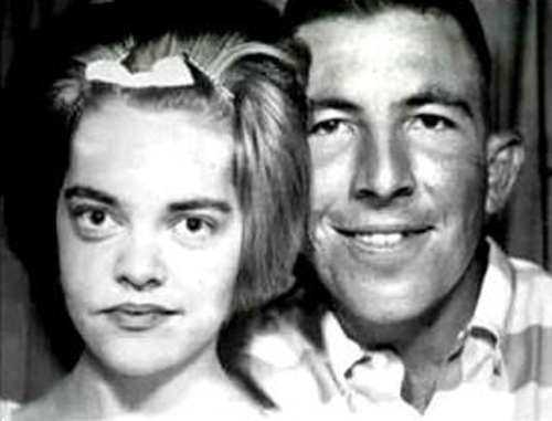 Alvin Ridley (phải) bên cạnh vợ Virginia Ridley. Ảnh: Filmrise.