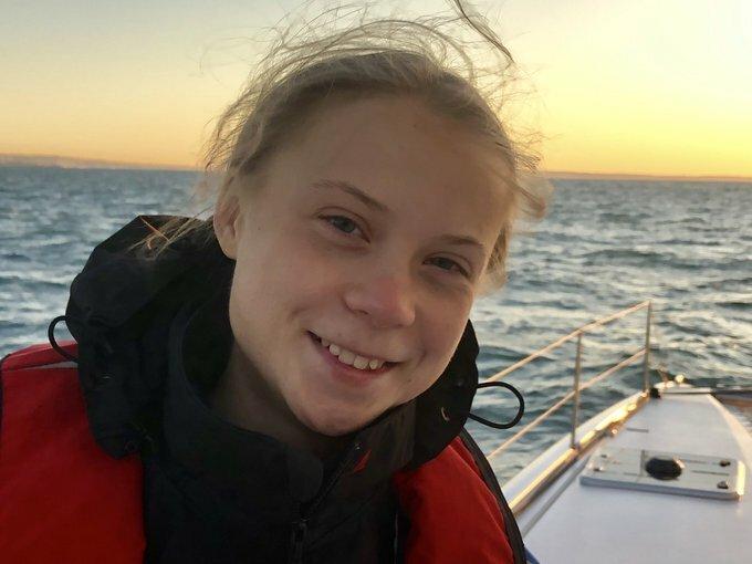 Greta Thunberg trên thuyền khi gần cập bến Lisbon hôm 3/12. Ảnh: Greta Thunberg/Twiter