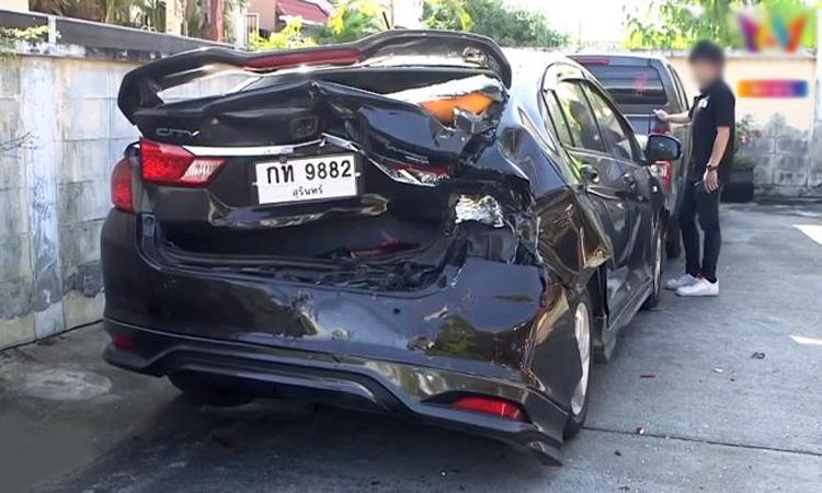 Chiếc Honda City bị móp nặng phần đuôi. Ảnh: Amarin