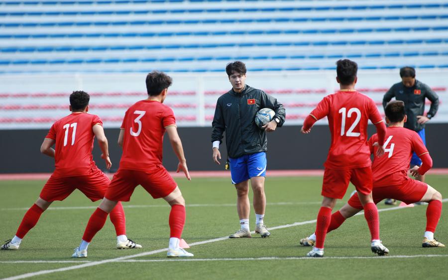 Chỉ sáu cầu thủ Việt Nam tập luyện trước trận đấu Thái Lan